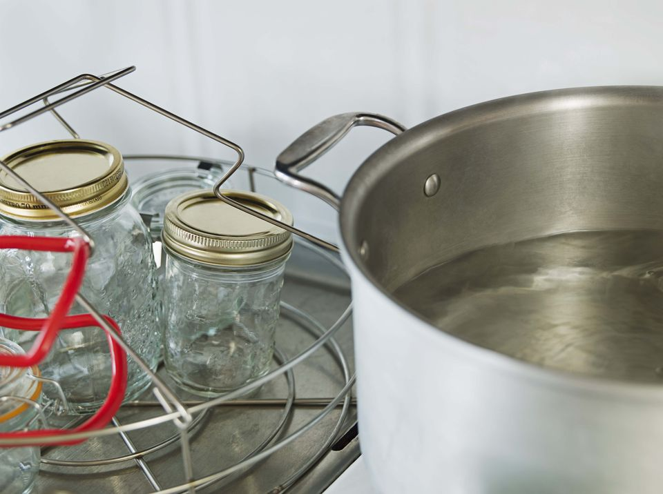 Sterilizing canning jars