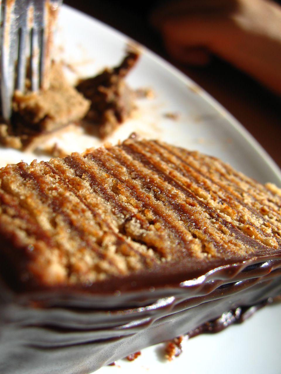 Pastel de crema de chocolate de varias capas de Serbia