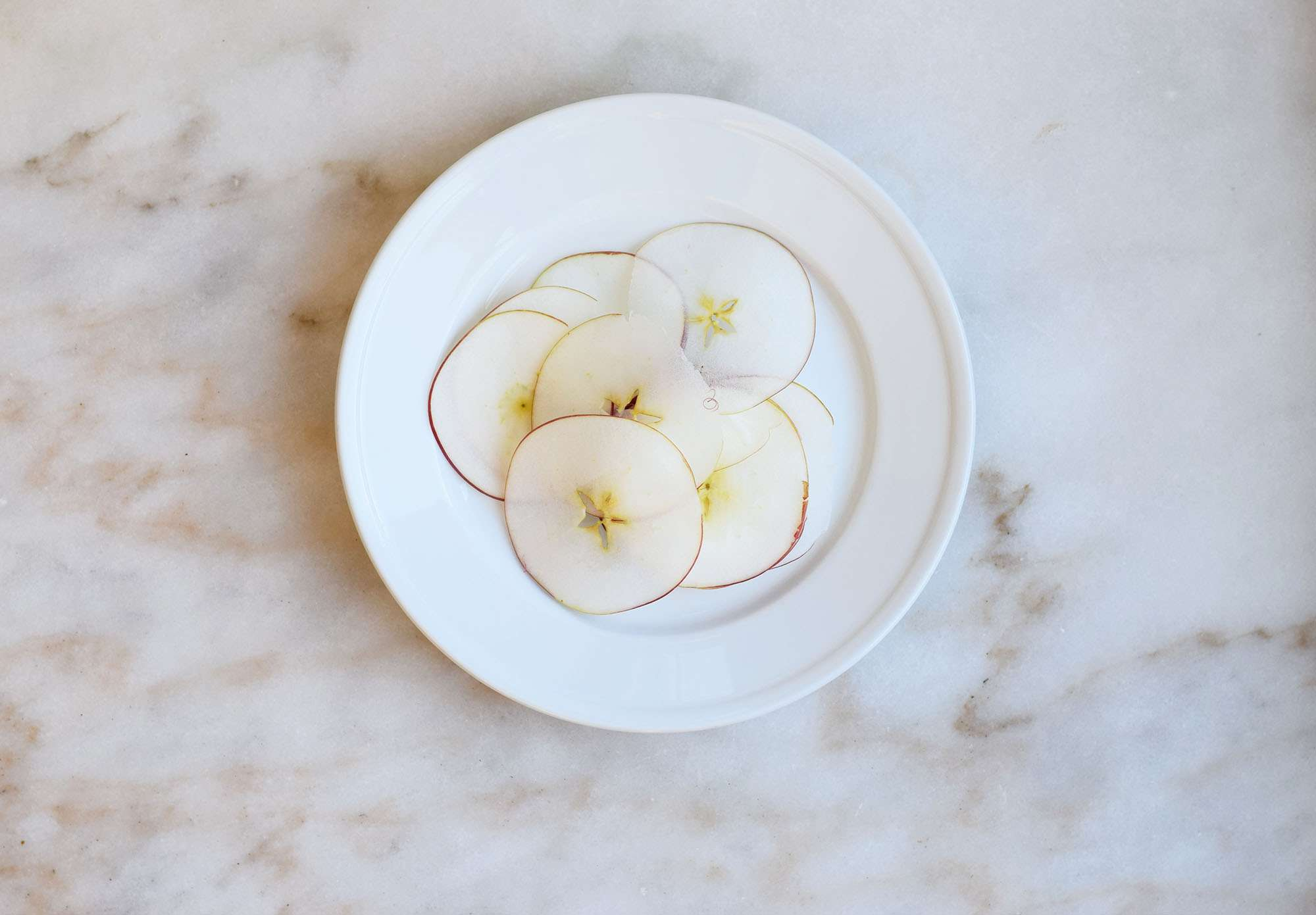 slice the apple thinly