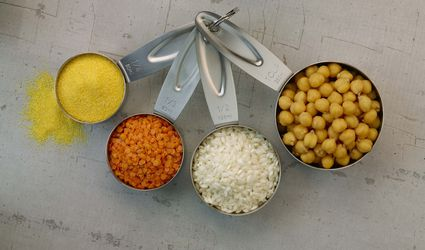 Dry measuring cups with spices