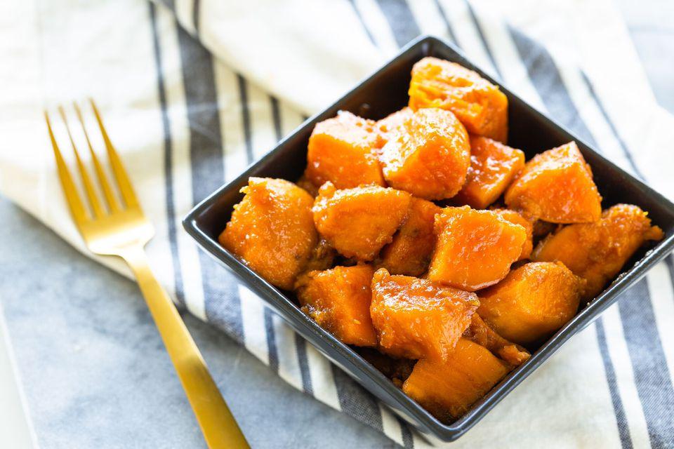 Patatas dulces confitadas con azúcar moreno