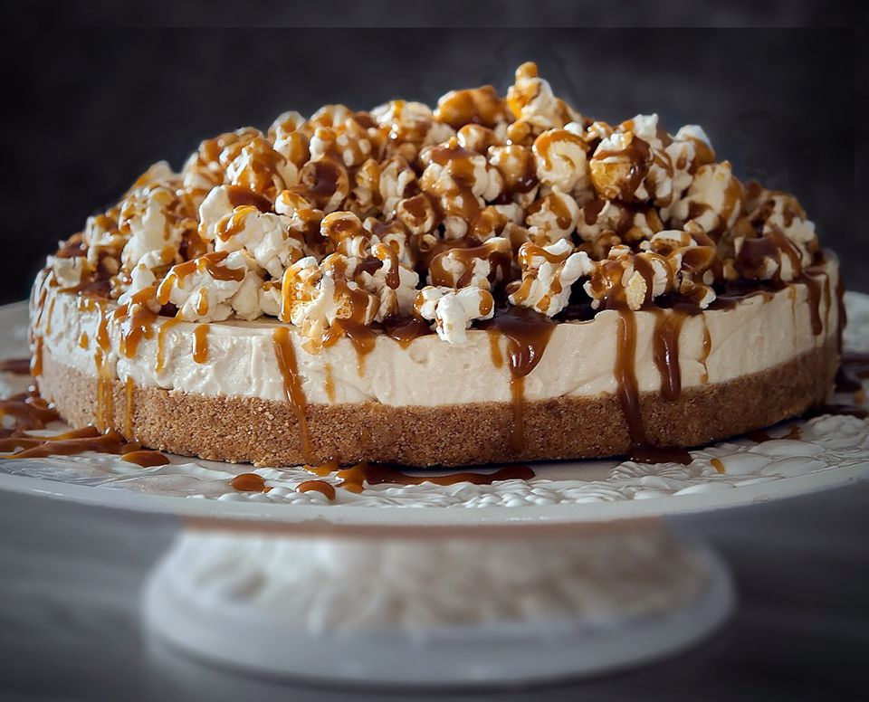 salted-caramel-popcorn-cheesecake