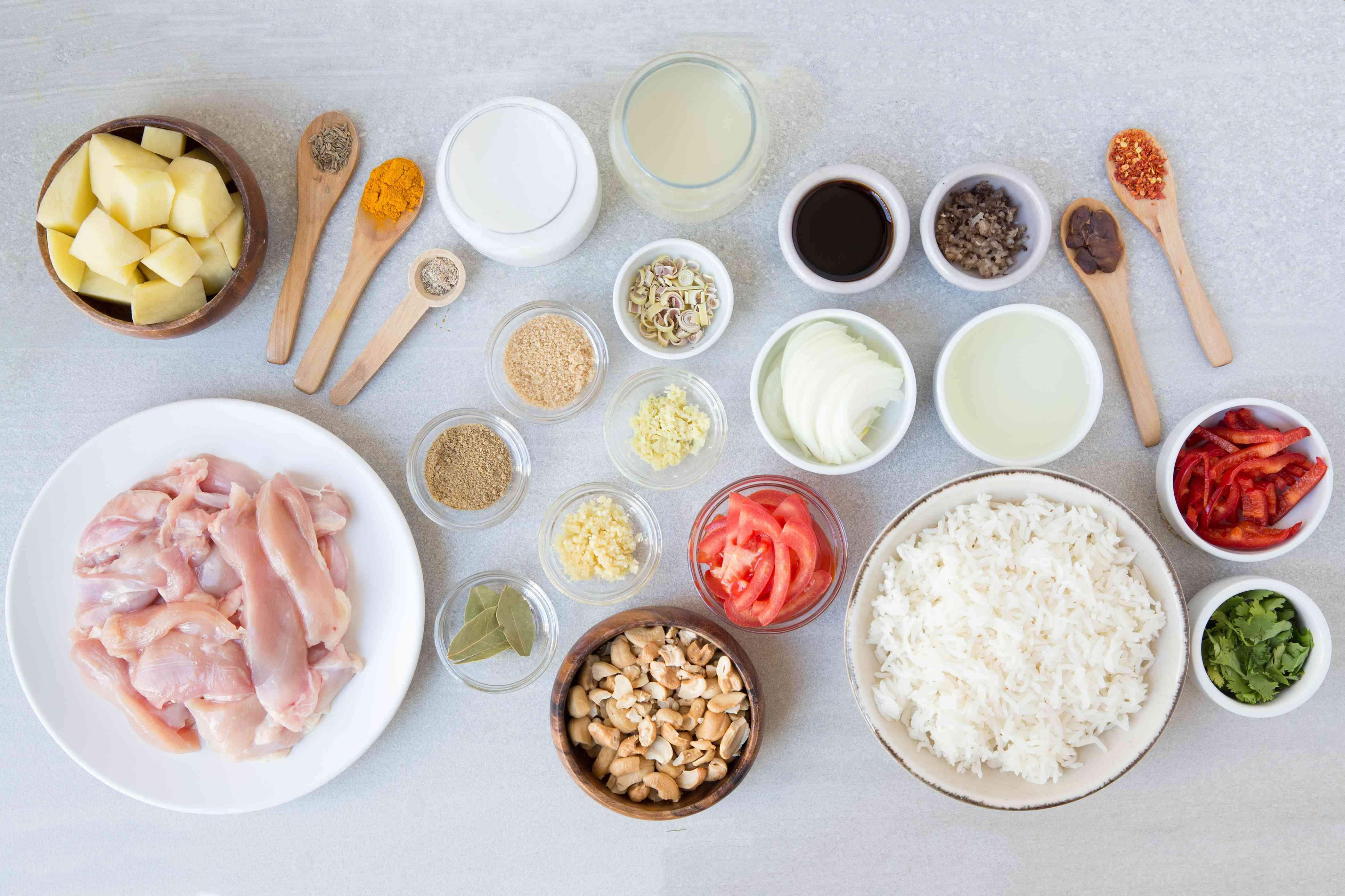 Ingredients to make Thai massaman chicken curry