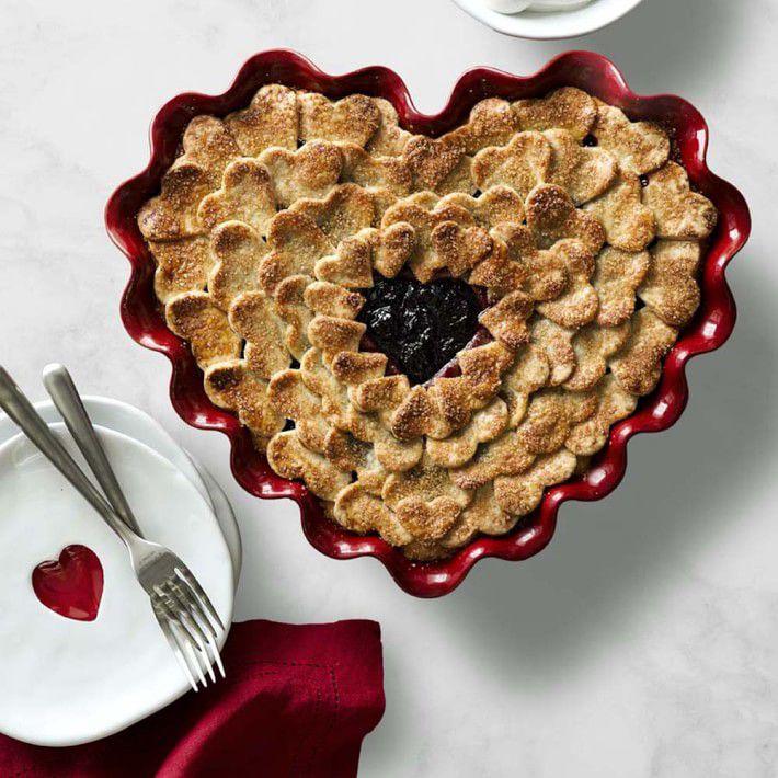 emile-henry-ruffled-heart-dish