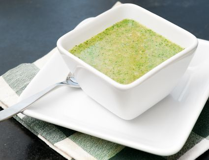 The best easy raw vegan recipes with pictures raw vegan cream of broccoli soup with cashews forumfinder Image collections