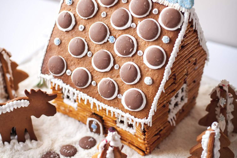pretzel gingerbread cabin from vikalinka