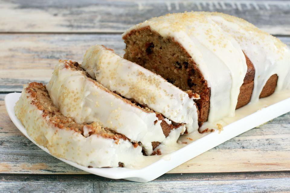 Pastel de pan de especias y puré de manzana