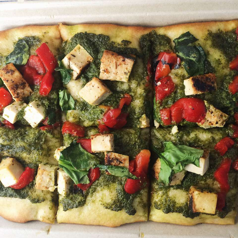 Tofu pesto flatbread