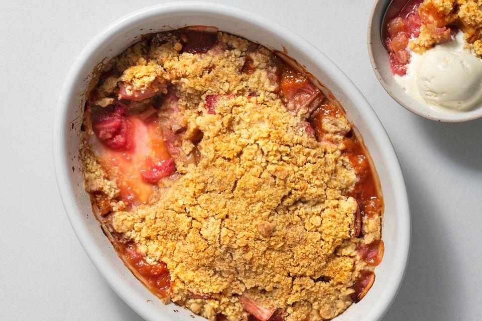 Roasted Rhubarb and Vanilla Crumble