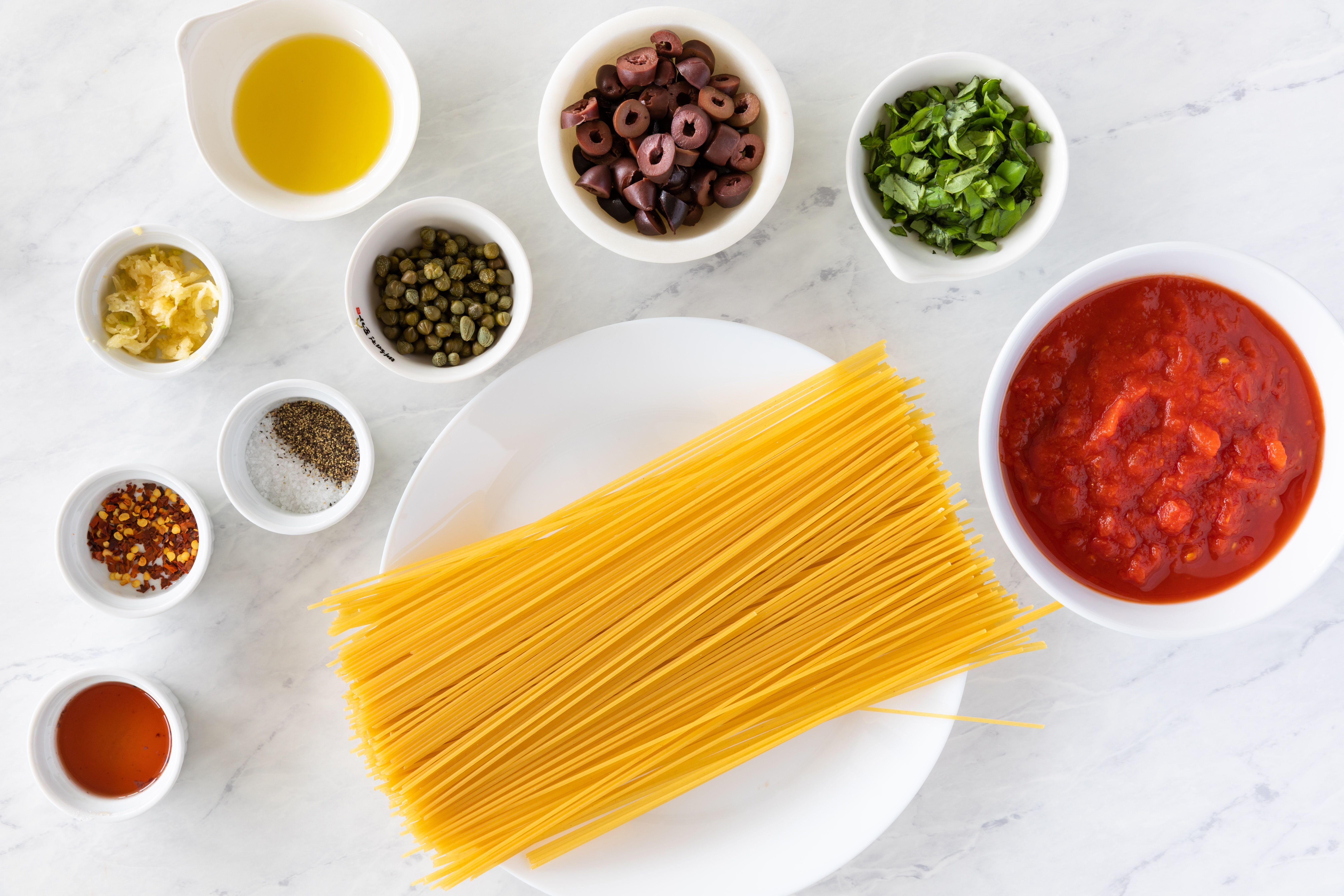 Ingredients for easy vegan pasta puttanesca
