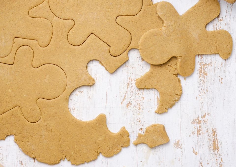 Making vegan gingerbread cookies