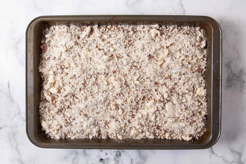 Sprinkle the pecan mixture