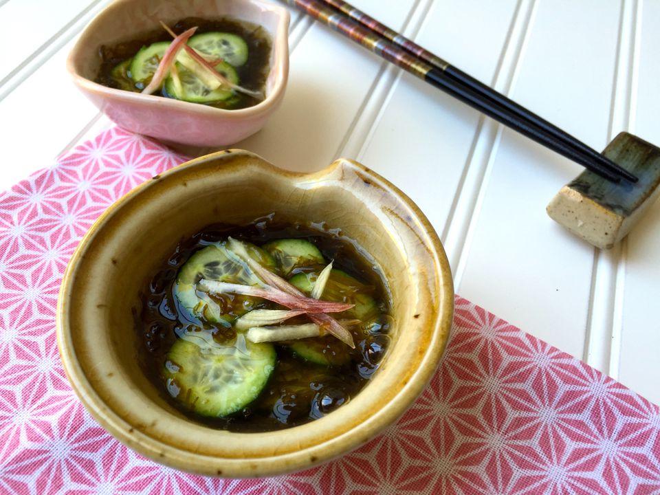 Receta de ensalada de vinagre japonés de mozuku y pepino (Sunomono)