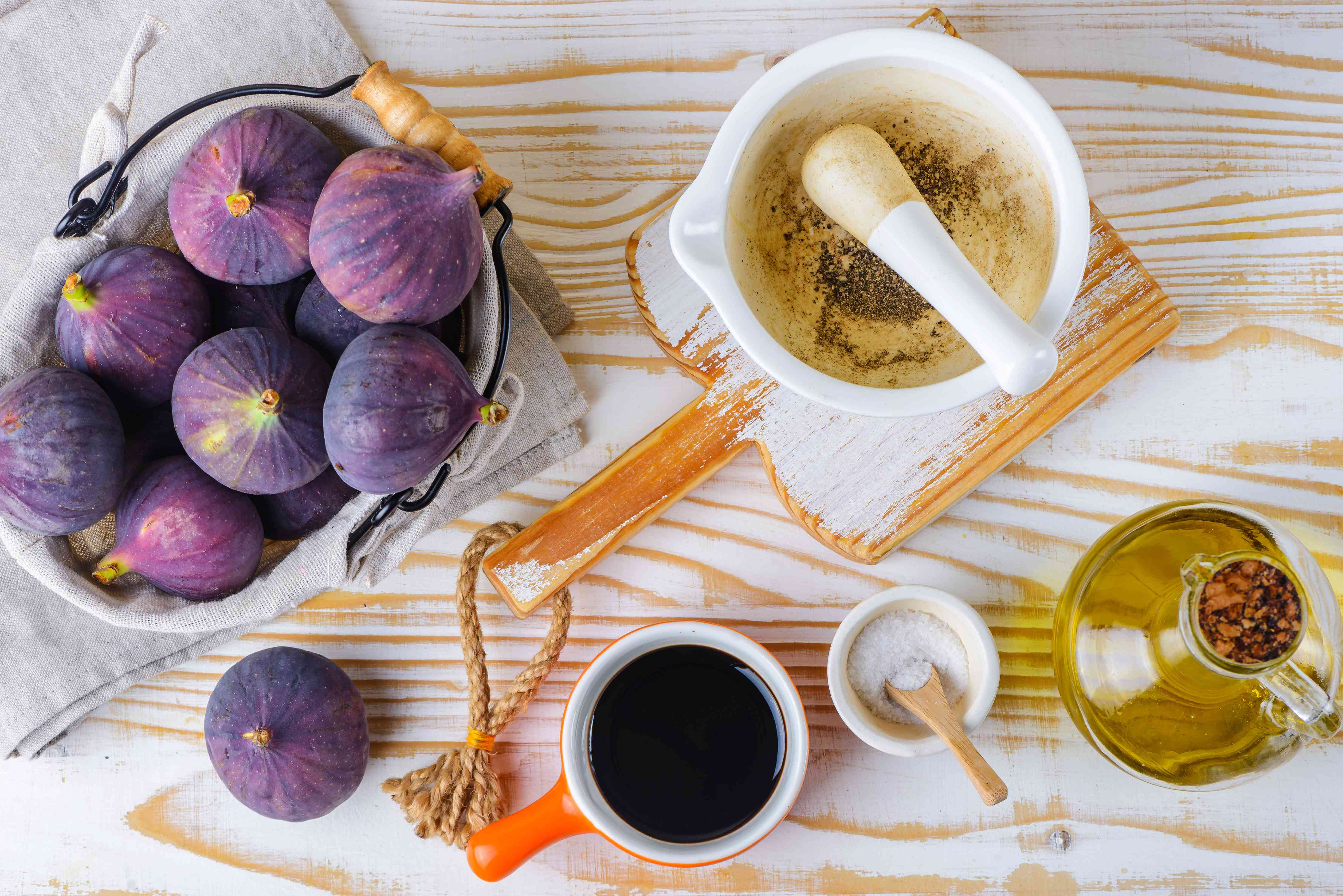 Ingredients for fig coulis