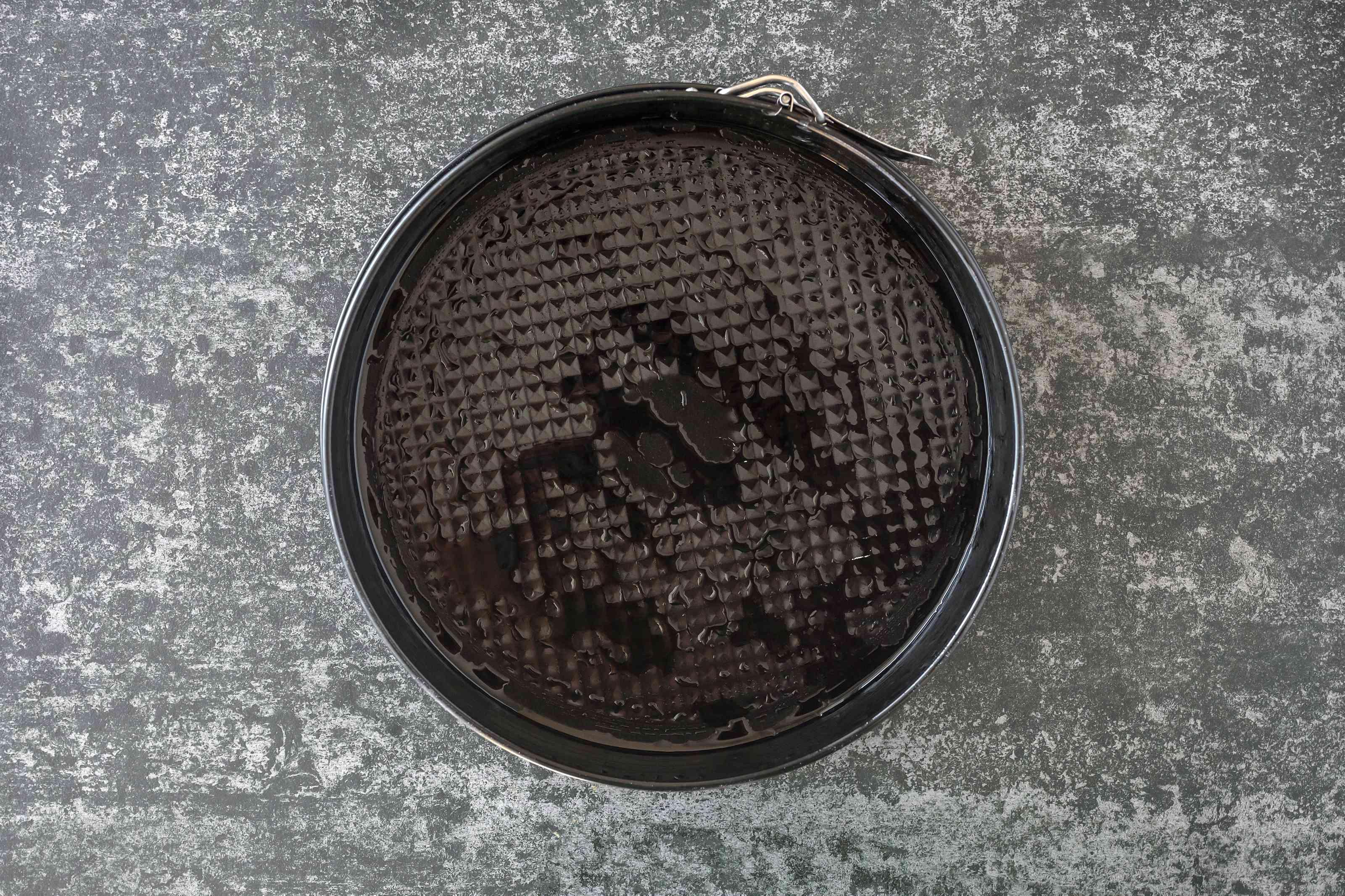 Lightly coat pan