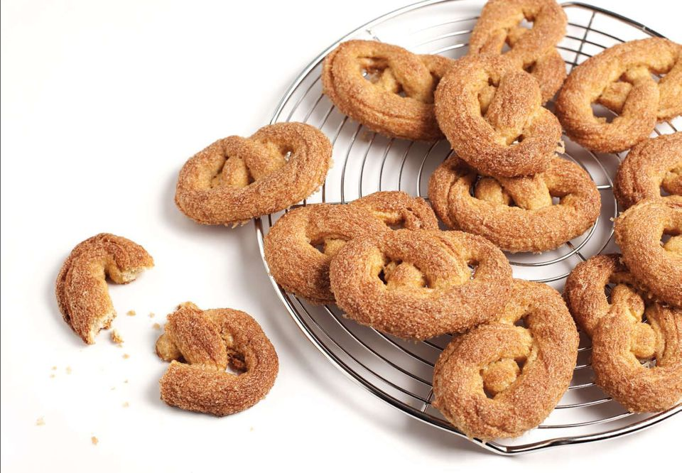 Krakelingen (Sugared Dutch Pretzels)