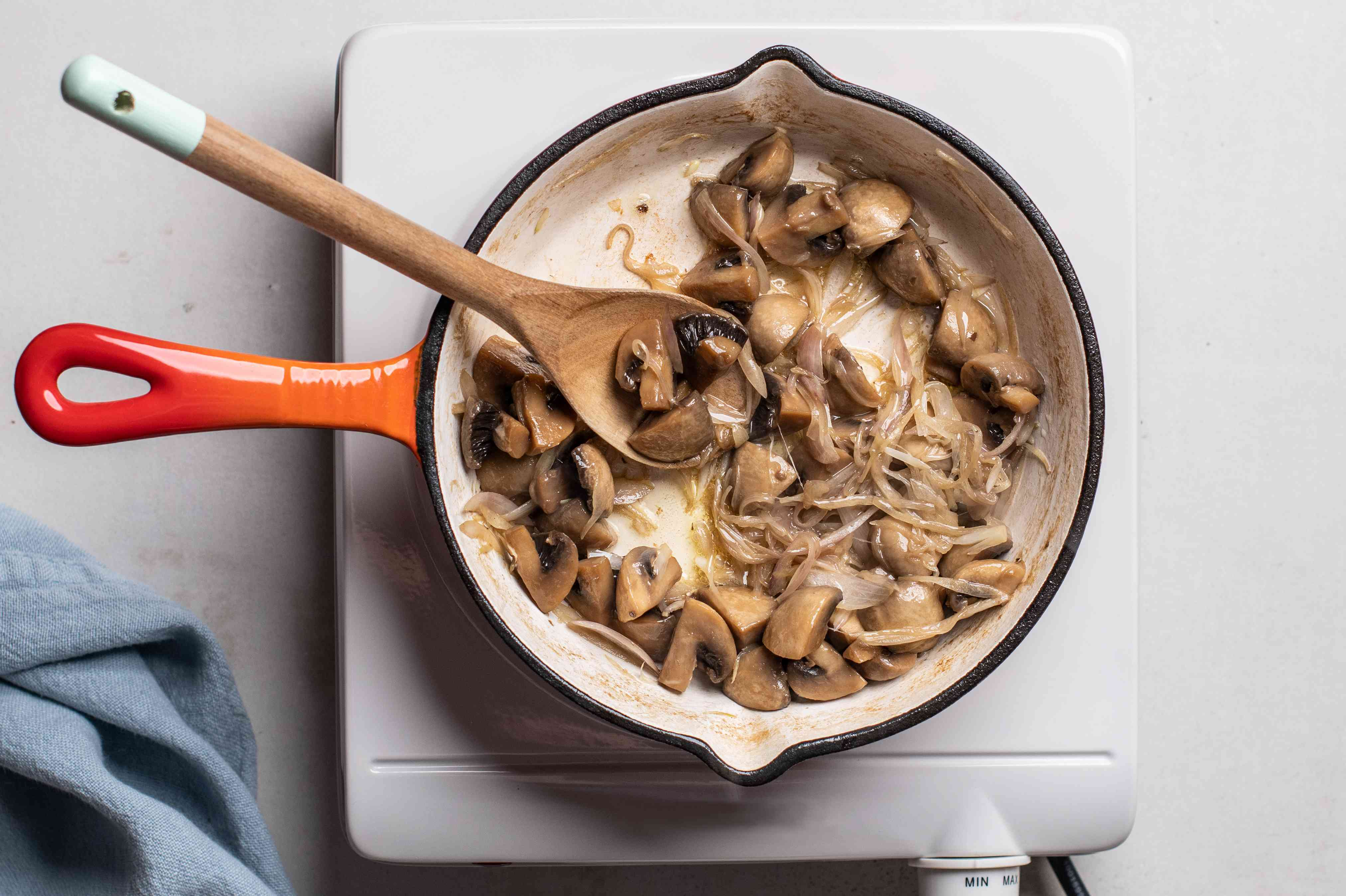 Shallot cooked with mushrooms