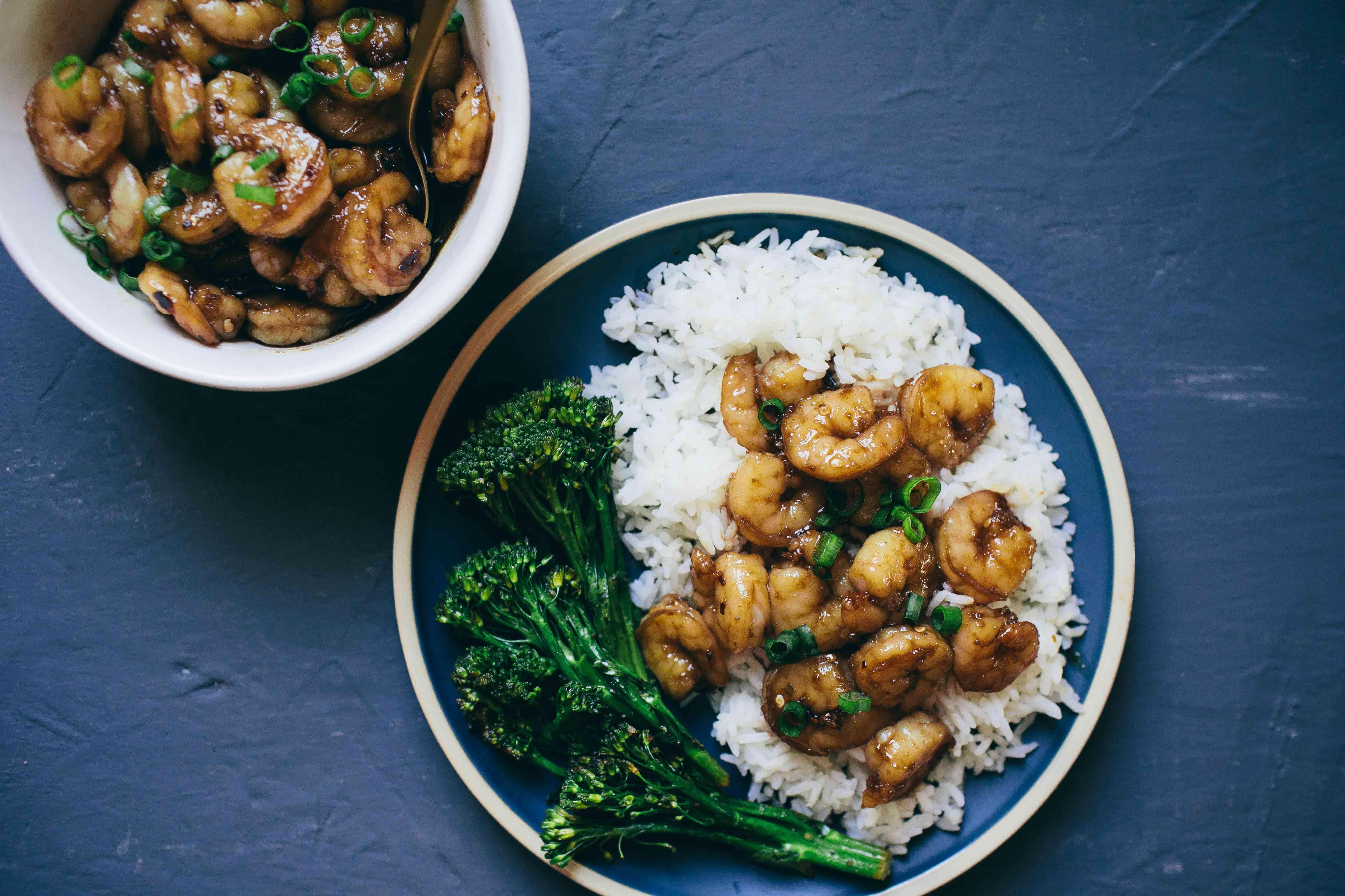 serve honey garlic shrimp over rice