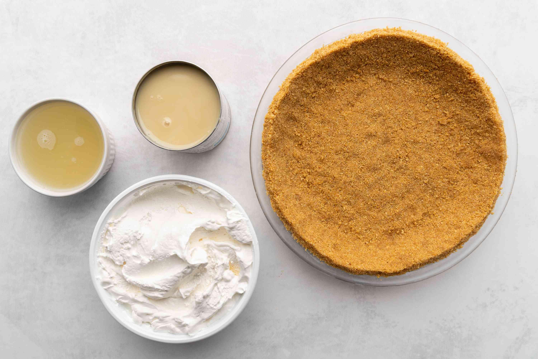 Refreshing Frozen Lemonade Pie Recipe ingredients