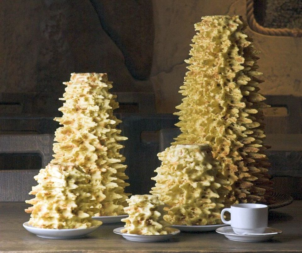 How A Lithuanian Tree Cake (Raguolis Or Sakotis) Is Made