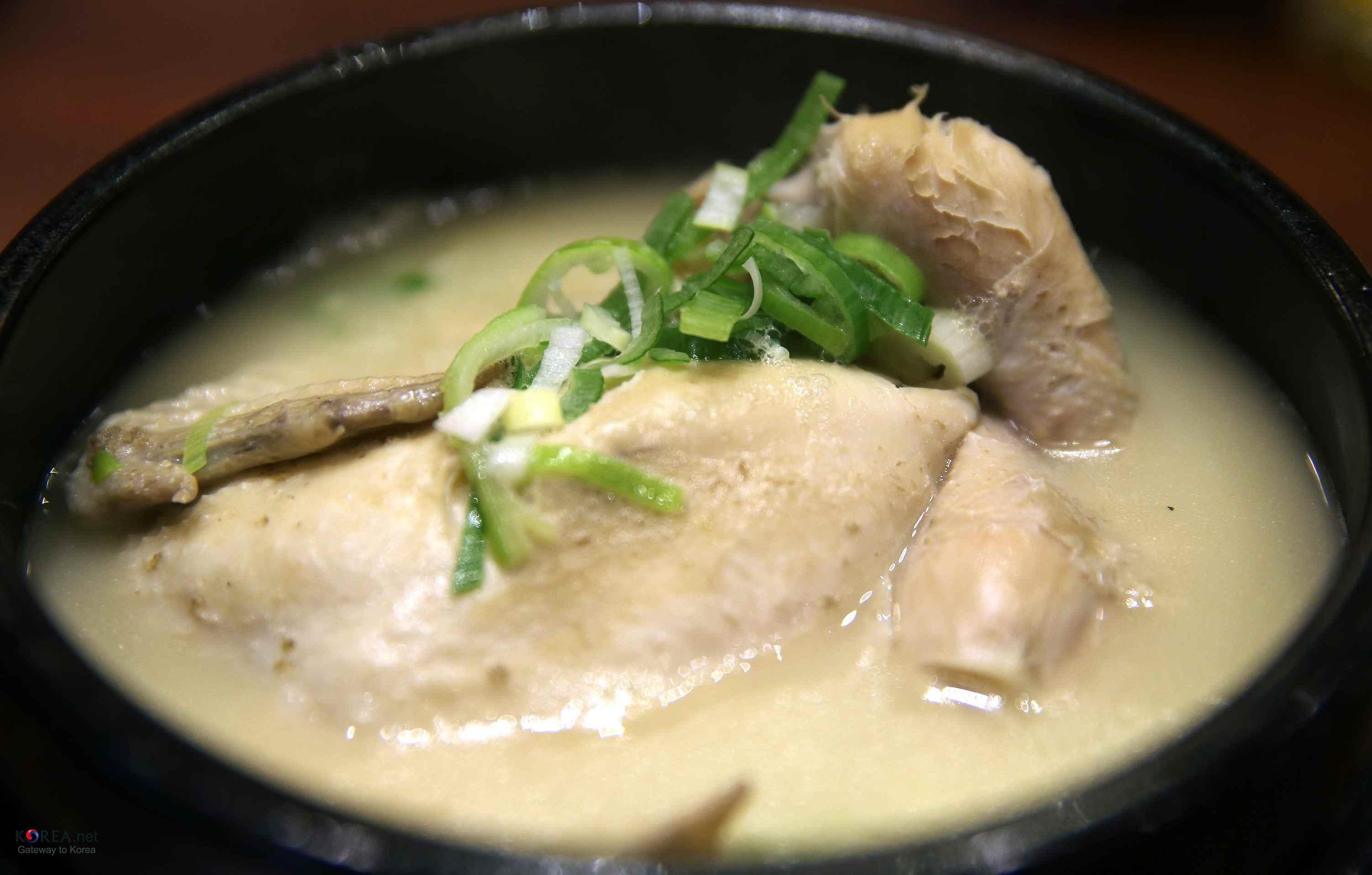 Samgyetang (Chinken soup with ginseng)