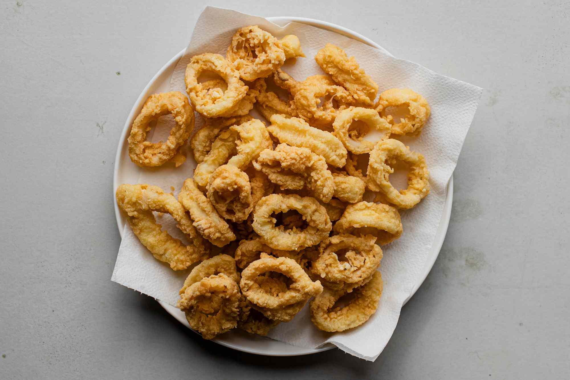 Place fried calamari on paper towels